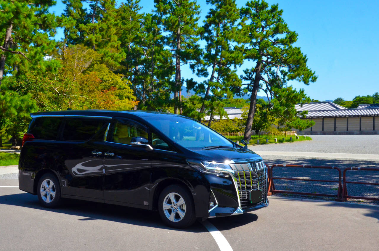 Toyota Alphard (up to 4 persons and 5 suitcases)